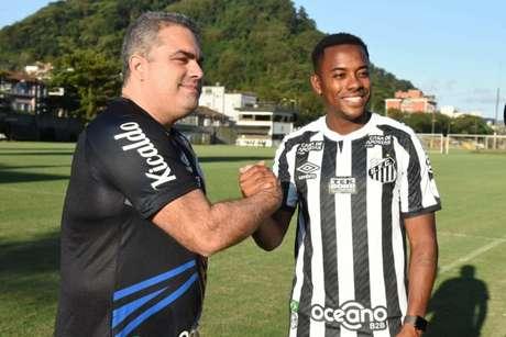 Robinho foi contratado, mas teve vínculo rescindido após pressão de vários lados (Foto: Divulgação/Santos)