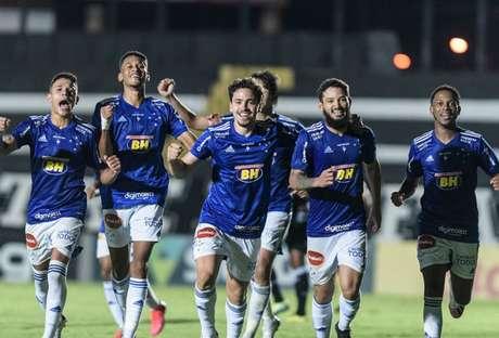 jogadores do Cruzeiro comemoram o gol da vitória contra o Operário (Foto: Gustavo Aleixo/Cruzeiro)