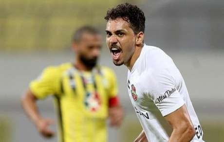 Carlos Eduardo marcou seu primeiro gol com a camia do Shabab Al Ahli (Foto: Divulgação/Shabab Al Ahli)