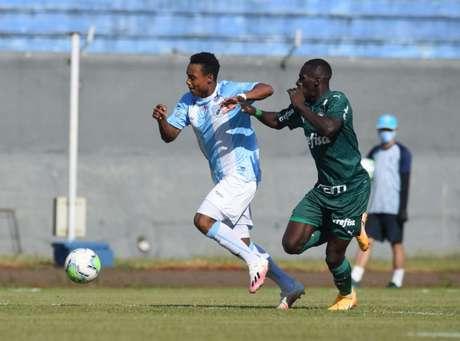 Hinestroza chegou ao Palmeiras no início desta temporada (Foto: Londrina EC/Divulgação)