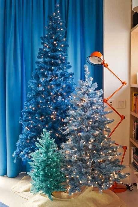 54- Ao invés de um pinheiro de natal, que tal três? Fonte: Pinterest