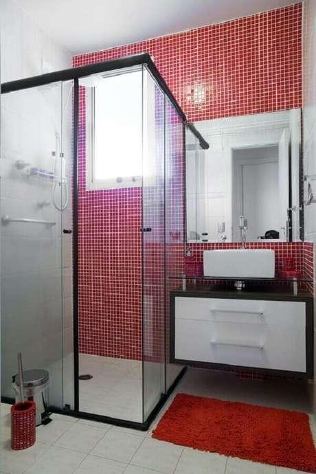 1. A decoração de banheiro vermelho garante muita personalidade para o ambiente – Foto: Pinterest