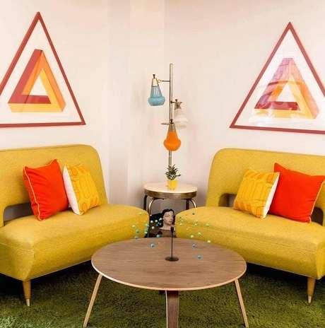 45. Capriche nas cores na hora de compor sua sala retrô. Fonte: Pinterest