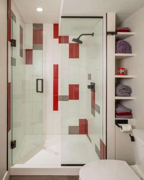 27. Se você tiver receito de investir em um banheiro vermelho, deixe a cor forte apenas em detalhes – Foto: Bluestem Construction