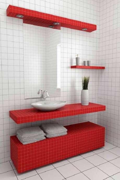 2. Decoração minimalista para banheiro vermelho e branco – Foto: Home Decor Bliss Blog