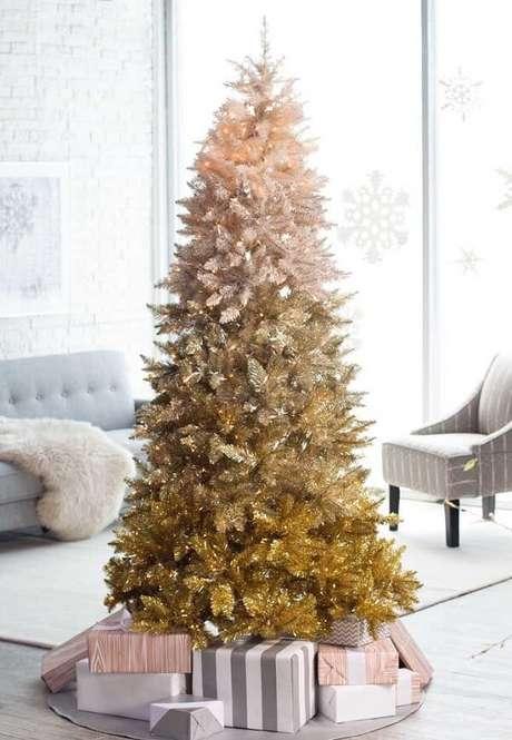 53- Encontre um lugar especial e visível para colocar seu pinheiro de natal. Fonte: Pinterest