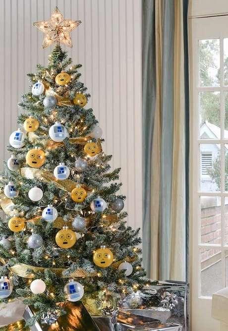 61- Mescle tons diferentes na decoração do pinheiro de natal. Fonte: Pinterest