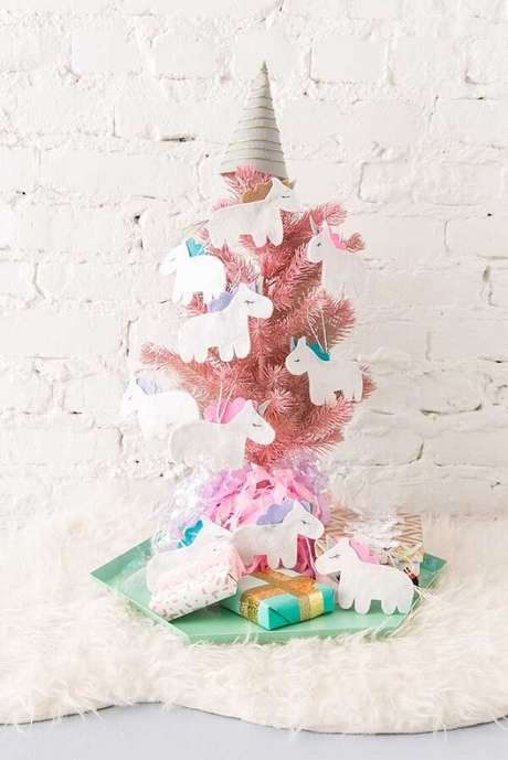 52- Os unicórnios invadiram a decoração do pinheiro de natal. Fonte: Pinterest