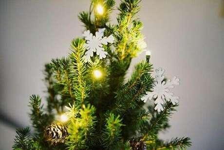 49- A árvore de natal é uma das peças mais importantes na decoração natalina. Fonte: Pinterest