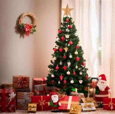 67- O significado do pinheiro de natal é a celebração da vida. Fonte: A Tarde