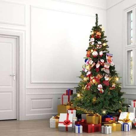 48- A tuia é um pinheiro de natal muito usado nas decorações. Fonte: Aliexpres