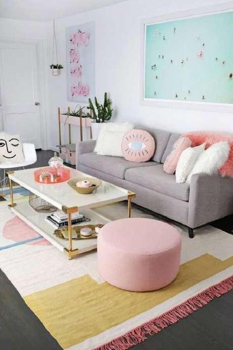 24. Sala clean com mesa de centro estilo retrô em formato retangular. Fonte: Pinterest