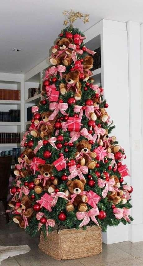 60- Ursinhos fofos decoram o pinheiro de natal. Fonte: Pinterest