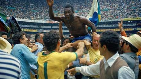 Pelé costumava ser carregado nos ombros, mas a experiência de Trinidad foi bem diferente