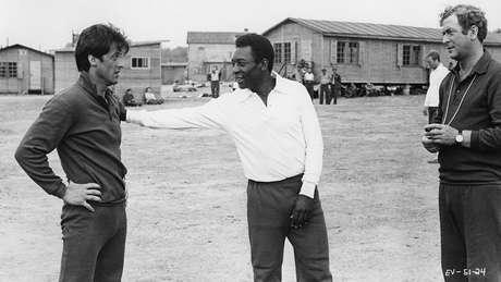 A falta de habilidade futebolística de Stallone levou a uma troca de papéis com Pelé no filme Escape to Victory, de 1981