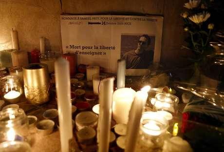Franceses homenageiam o professor Samuel Paty