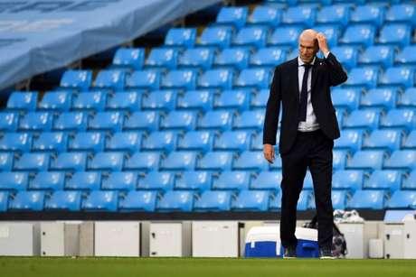 Real Madrid goleia o Huesca e assume a liderança do Espanhol