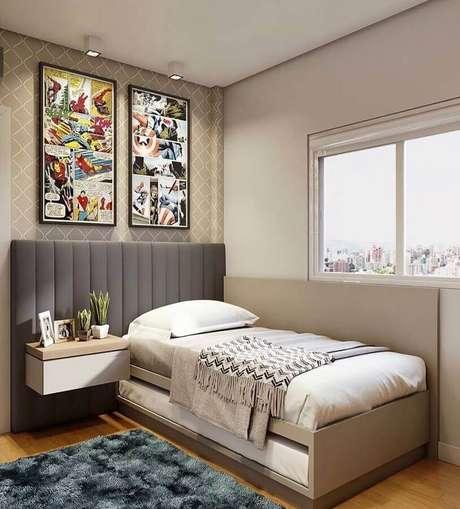 6. Cabeceira cinza solteiro para quarto jovem decorado com quadro geek – Foto: Jeito de Casa