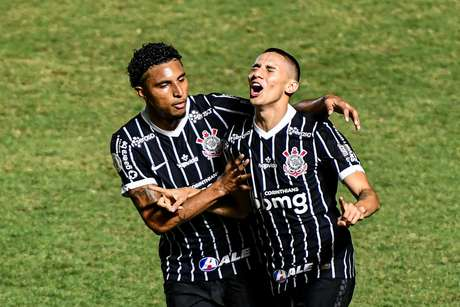Corinthians vence, respira e afunda Vasco em crise