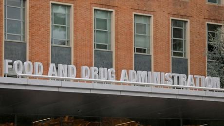 Food and Drug Administration (FDA) diz ter se baseado em três ensaios clínicos que mostraram resultados favoráveis ao remdesivir, aprovado agora pela agência
