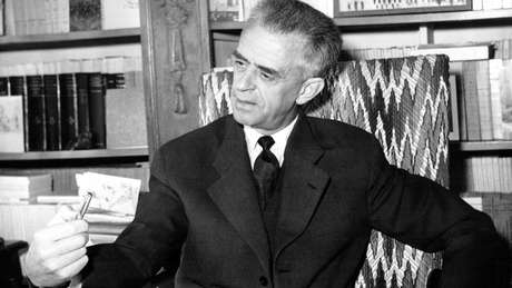 Maurice Duverger publicou o livro 'Partidos Políticos' em 1951
