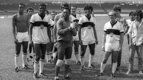 Pelé e Renato Aragão nas filmagens de Os Trapalhões e o Rei do Futebol, em 1986