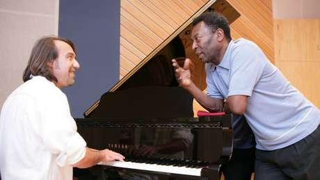 Pelé e Ruriá Duprat no estúdio de gravação do álbum Peléginga, em 2006