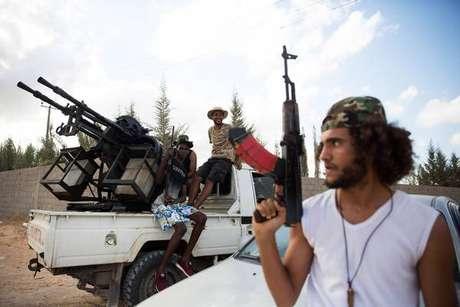Milícia leal ao governo Sarraj em Trípoli, capital da Líbia