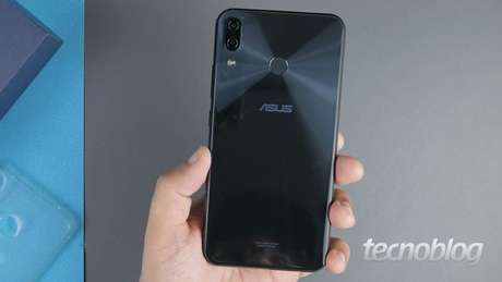 Asus Zenfone 5 (Imagem: Paulo Barba/Tecnoblog)
