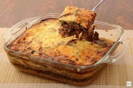Guia da Cozinha - Gratinado de berinjela e carne para um almoço em família