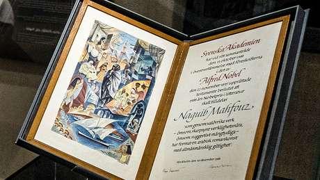 Naguib Mahfouz é o único autor de língua árabe a ter sido homenageado com o prêmio Nobel de Literatura