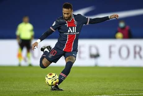 Com Neymar de garçom, PSG bate o Dijon e assume a liderança do Francês