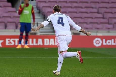 Sergio Ramos foi decisivo e garantiu vitória do Real Madrid contra o Barcelona (LLUIS GENE / AFP)