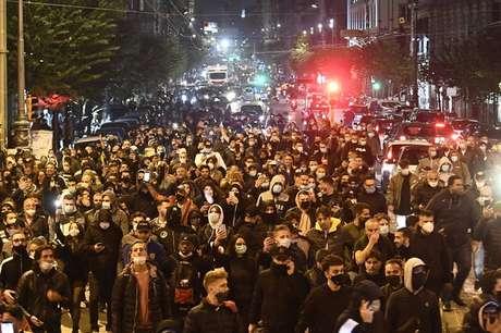 Manifestantes fizeram ato violento contra medidas anti-Covid