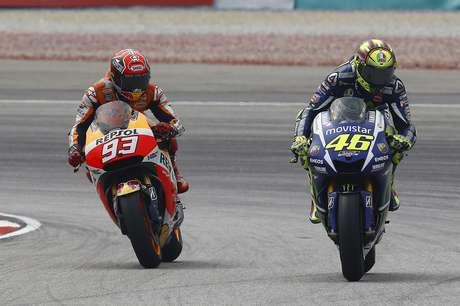 Marc Márquez e Valentino Rossi travaram um duro duelo na Malásia