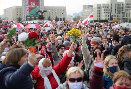 Manifestantes protestam em Minsk 26/10/2020 REUTERS/Stringer