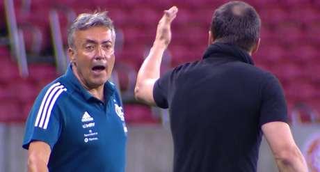 Domènec (e) tem se irritado com mais frequência no Flamengo
