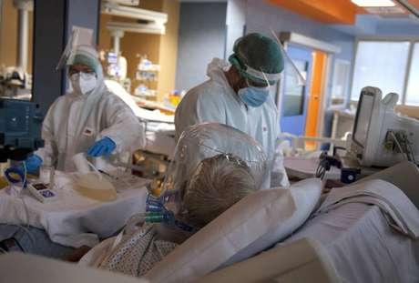 UTI para pacientes de Covid-19 em hospital de Roma, na Itália