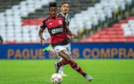 Camisa 27 regressa após cumprir suspensão automática (Foto: Marcelo Cortes / Flamengo)