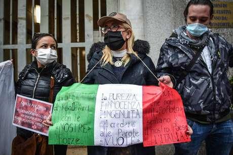 Donos de restaurantes protestam contra medidas restritivas na Itália