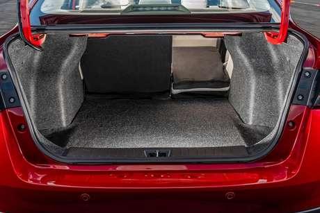 Porta-malas do novo Versa ganhou 22 litros de capacidade em relação ao modelo anterior.
