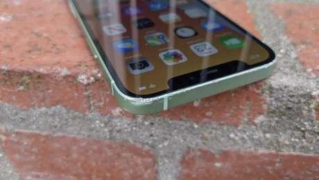 Teste de resistência do iPhone 12 (imagem: Chris Parker/CNET)