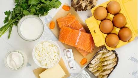 Peixes gordurosos e derivados do leite estão entre as principais fontes de vitamina D na alimentação
