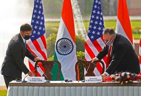 Secretário de Estado dos EUA, Mike Pompeo, e secretário de Defesa do país, Mark Esper, durante visita à Índia 27/10/2020 REUTERS/Adnan Abidi