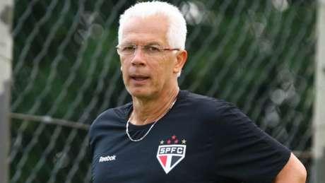 Leão pediu mudança de postura a Daniel Alves (Luiz Pires/VIPCOMM)