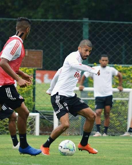 O equatoriano Joao Rojas é a grande novidade da lista. O jogador não faz uma partida oficial há mais de dois anos (Reprodução/Twitter/São Paulo)