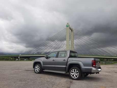 Amarok tem tração integral permanente 4Motion, o que garante mais segurança se você pegar chuva na estrada.