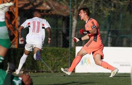 Tricolor foi perfeito nas cobranças de pênalti e garantiu vaga nas quartas de final (Rubens Chiri/saopaulofc.net)