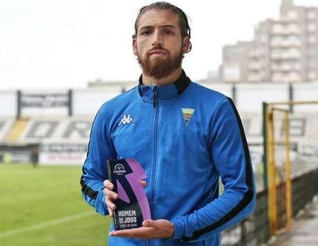Hugo Moura foi o melhor em campo pelo Estoril na vitória sobre o Varzim (Foto: Divulgação/Estoril)