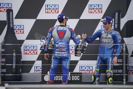 A dupla da Suzuki segue livre para disputar o título